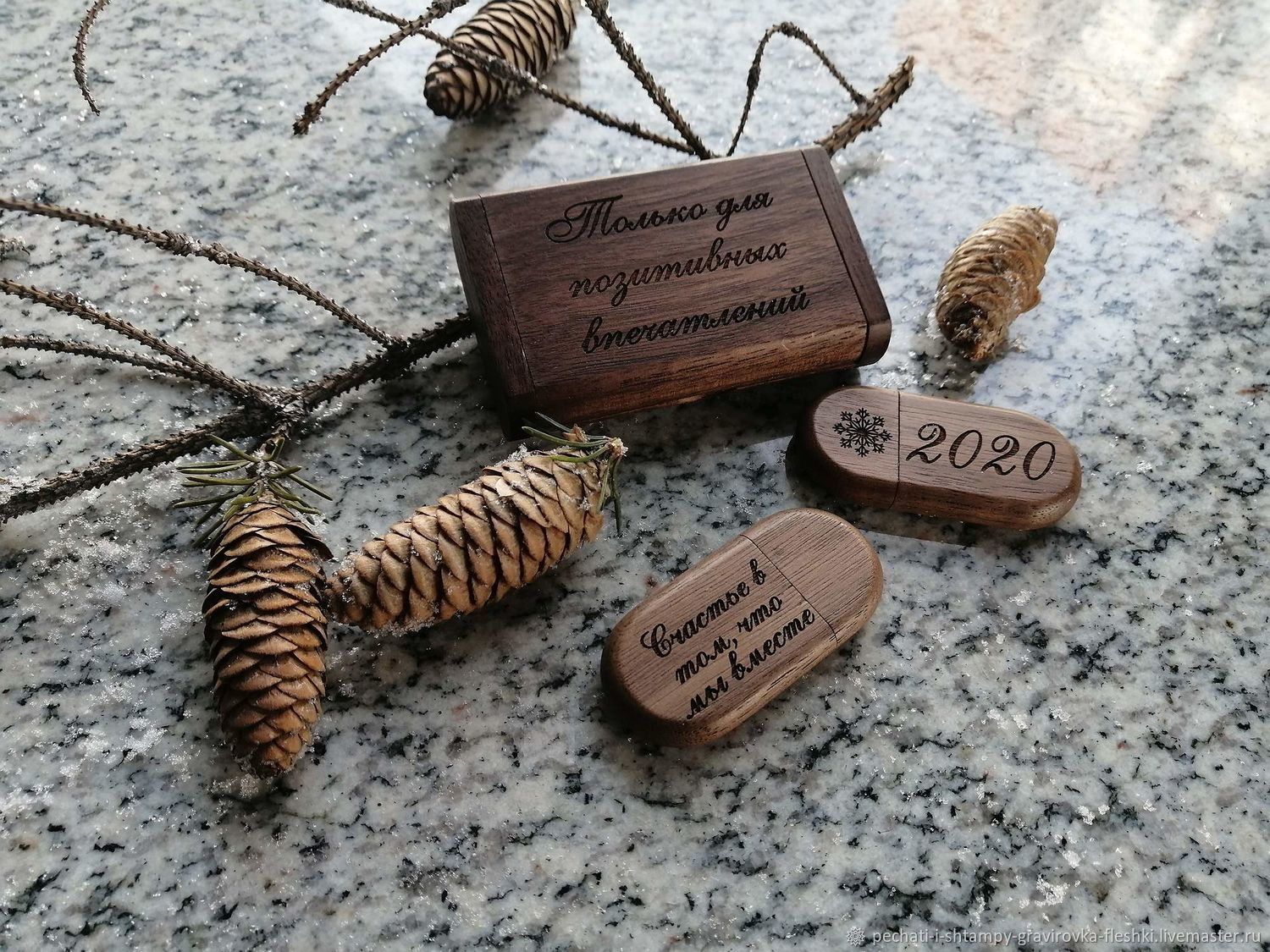 Wooden flash drive with engraving in a box, business souvenir, Flash drives, Barnaul,  Фото №1