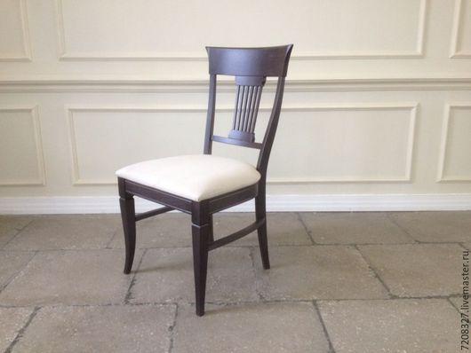 Очень удобный, крепкий и устойчивый дубовый стул с эргономичной спинкой, изящными ножками. Покрыт высококачественным итальянским лаком с шелковисто-матовой текстурой.