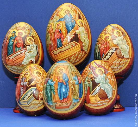 Образы жен мироносиц на пасхальных яйцах написаны художниками -иконописцами Сашиными Анатолием и Ириной