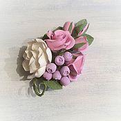 Украшения ручной работы. Ярмарка Мастеров - ручная работа Брошь с розами из полимерной глины Кокетка. Handmade.