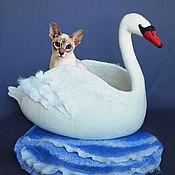 Для домашних животных, ручной работы. Ярмарка Мастеров - ручная работа Лебединое озеро. Валяная шерстяная лежанка для животных. Handmade.