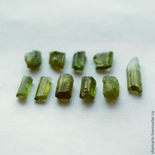 Кристаллы турмалина с зеленым оттенком