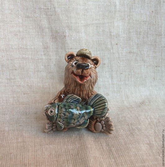 Статуэтки ручной работы. Ярмарка Мастеров - ручная работа. Купить Медведь с рыбой керамический. Handmade. Миниатюра, керамика ручной работы