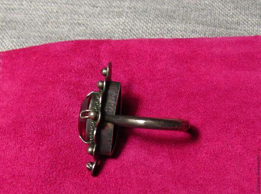 Кольцо с  синтетичским рубином