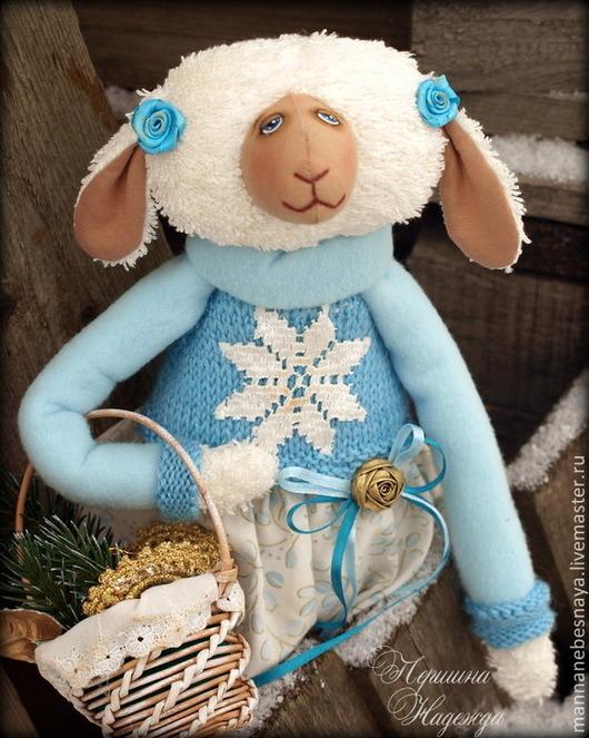 Куклы Тильды ручной работы. Ярмарка Мастеров - ручная работа. Купить Овечка с корзинкой подарков. Год голубой овцы. Интерьерная Игрушка. Handmade.