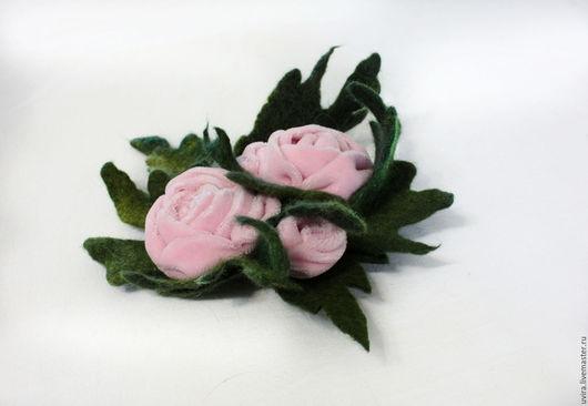 """Броши ручной работы. Ярмарка Мастеров - ручная работа. Купить брошь """"Влюбленность"""" - бархат, войлок. Handmade. Комбинированный, брошь цветок"""