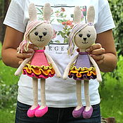Куклы и игрушки ручной работы. Ярмарка Мастеров - ручная работа Зайка в пышной юбочке. Вязаные зайцы игрушки. Handmade.