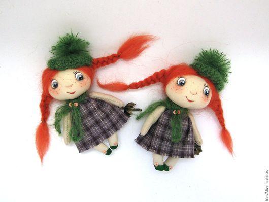 Коллекционные куклы ручной работы. Ярмарка Мастеров - ручная работа. Купить Брошки-малышки  в зеленых шапочках. Handmade. Комбинированный, брошка
