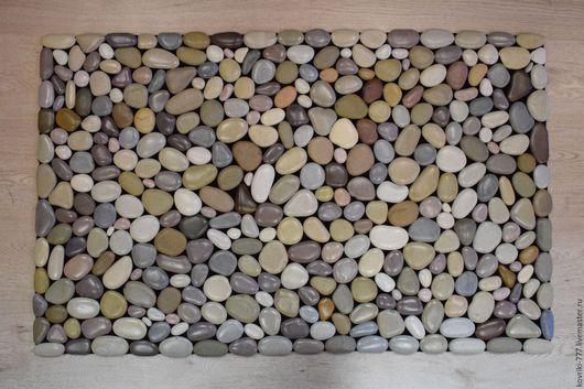 Каменный коврик ручной работы из натуральной  разноцветной морской гальки. Размер 55х90 см. Цена 8000 руб.