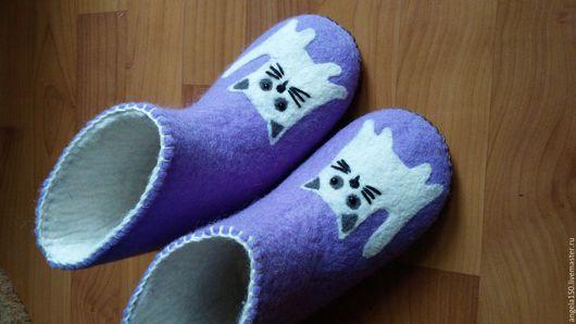 """Детская обувь ручной работы. Ярмарка Мастеров - ручная работа. Купить Тапочки валеночки домашние """"Белые котики"""". Handmade. Рисунок"""