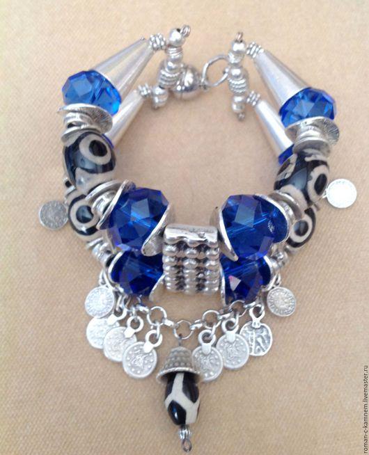 Комплект украшений - многорядный браслет и серьги - из натуральных камней и хрусталя в этническом, восточном стиле Тайная сила.Уникальный подарок  для стильных, неординарных и смелых женщин и девушек.