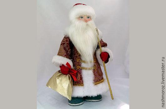 Дедушка в валенках. Делаю под заказ. Ткань в наличие: Красная парча с золотым или серебряным шитьем, красный флис, голубая парча с серебром.