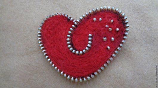 """Броши ручной работы. Ярмарка Мастеров - ручная работа. Купить """"Огненное сердце"""" Zip- брошь. Handmade. Ярко-красный, серебряный"""