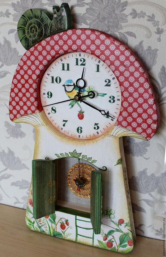 """Часы для дома ручной работы. Ярмарка Мастеров - ручная работа. Купить Часы """"ГРИБОК ТЕРЕМОК"""". Handmade. Ярко-красный, мухомор"""