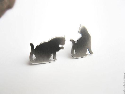 """Серьги ручной работы. Ярмарка Мастеров - ручная работа. Купить Серьги-гвоздики из серебра """"два кота"""". Handmade."""