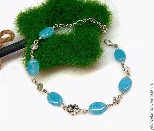 Браслет из аквамарина натурального. Этот браслет станет хорошим подарком женщине и девушке на любой праздник. браслет Браслет голубой с фурнитурой под серебро.