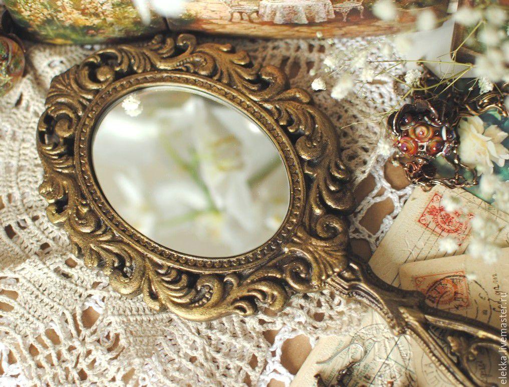 Бесплатно девушка прикрепила к зеркалу фото 329-703