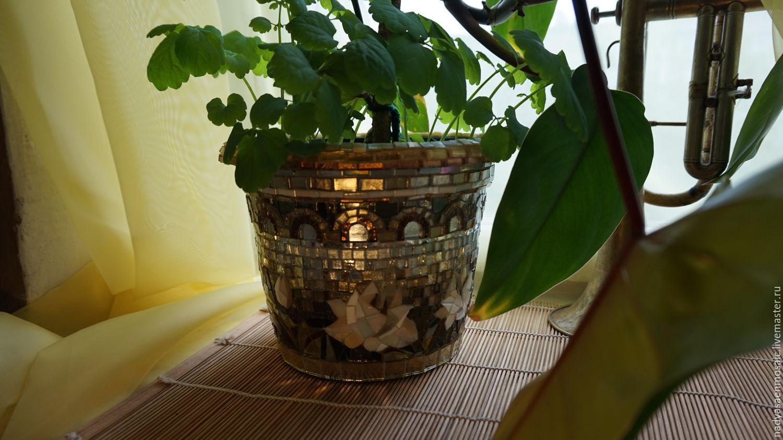 Цветочный горшок декорированный мозаикой