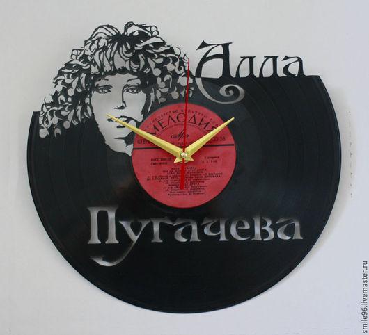 """Часы для дома ручной работы. Ярмарка Мастеров - ручная работа. Купить Часы из пластинки """"Алла Пугачева"""". Handmade. Алла пугачёва"""