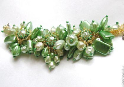 Браслеты ручной работы. Ярмарка Мастеров - ручная работа. Купить Браслет из бисера и бусин, зеленый браслет. Handmade. Салатовый