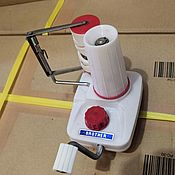 Инструменты ручной работы. Ярмарка Мастеров - ручная работа Моталка для пряжи с нитеукладчиком. Handmade.