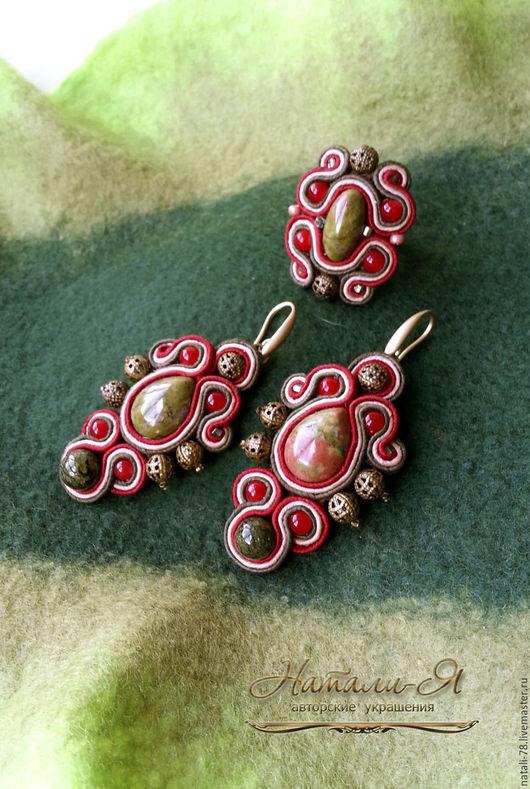 """Серьги ручной работы. Ярмарка Мастеров - ручная работа. Купить Сутажные серьги и кольцо """"Где растет клюква"""" (красный, зеленый). Handmade."""