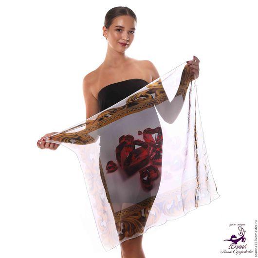 Дизайнер Анна Сердюкова (Дом Моды SEANNA).  Шифоновый платок с авторским принтом `Рубиновые сердца в золотой рамке`. Размер платка - 65х65 см.  Цена - 2400 руб.