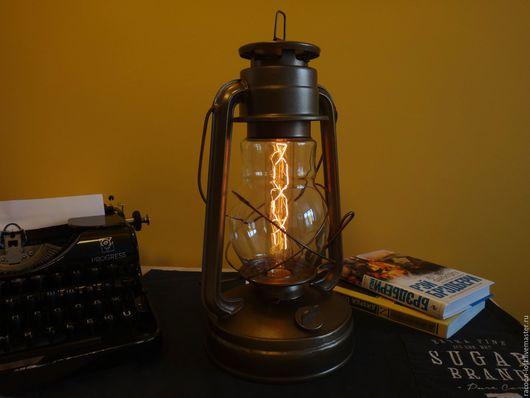 Электрический светильник в стиле loft, цвет - античная латунь. Есть регулировка уровня освещения (яркий или приглушенный свет). Корпус - оригинальная керосиновая лампа.