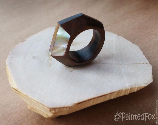Кольца ручной работы. Ярмарка Мастеров - ручная работа. Купить Кольцо из дерева с перламутром граненое. Handmade. Коричневый, перстень, деревянное