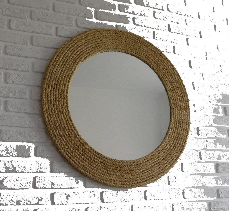 Un gran espejo de pared en el marco de la cuerda de río De janeiro ...
