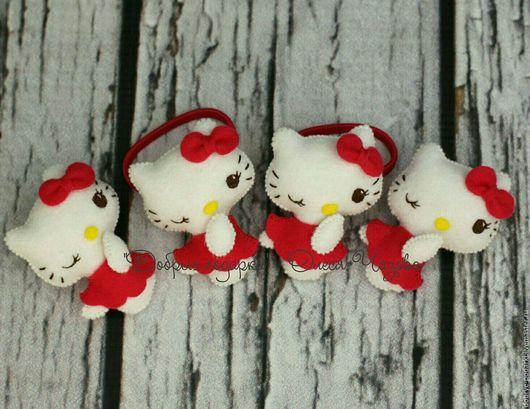 Броши ручной работы. Ярмарка Мастеров - ручная работа. Купить Набор аксессуаров для детей Hello Kitty (брошь+резиночка для волос). Handmade.