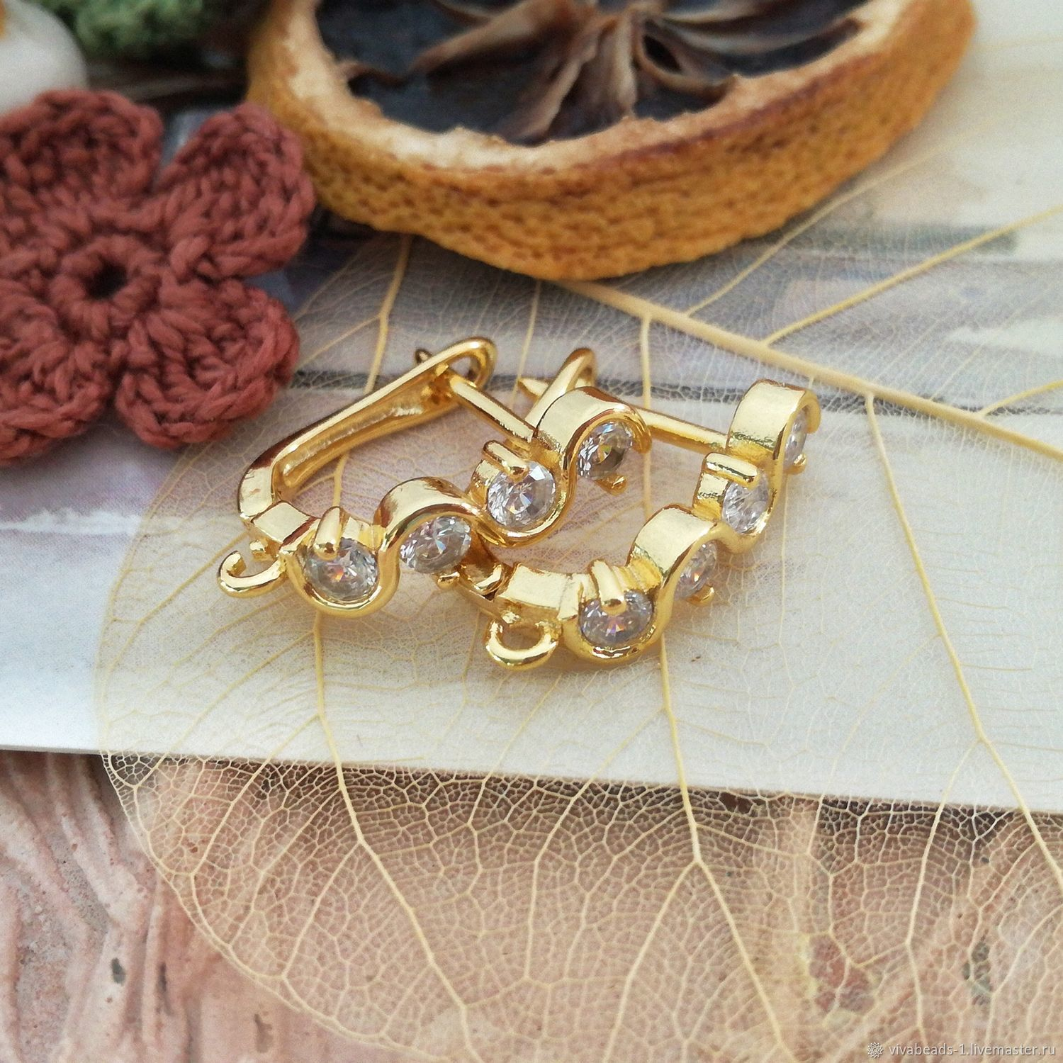 Earrings with zircons, with lock, material brass, color gold, height of 180 mm (including loops) (Ref. Three thousand sixty nine)