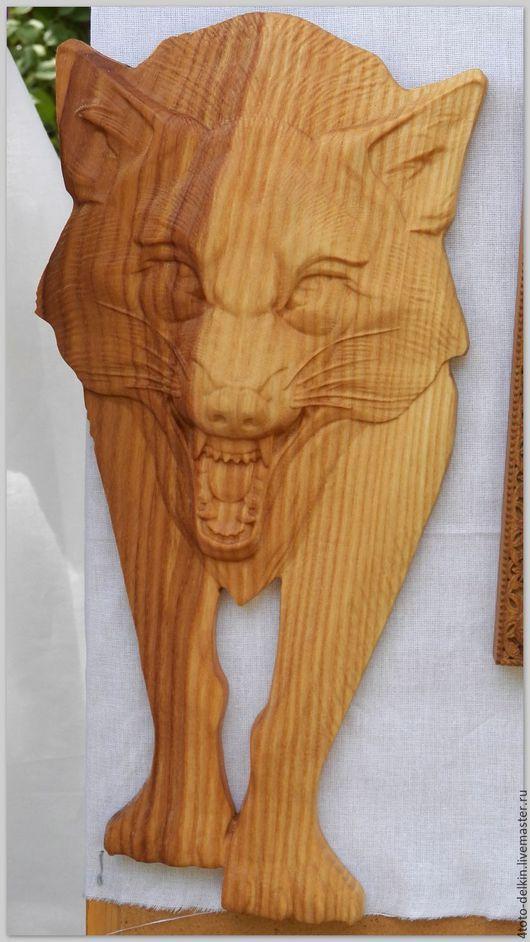 Панно из ясеня `Дикая кошка`, покрытие льняное масло.