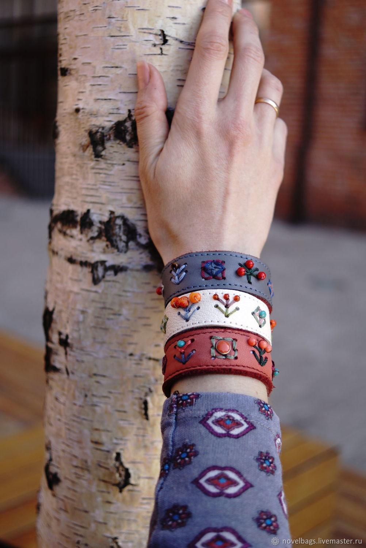 """Кожаные браслеты женские с вышивкой """"Цветочно- ягодные"""", Браслет из бусин, Королев,  Фото №1"""