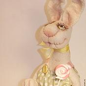 Куклы и игрушки ручной работы. Ярмарка Мастеров - ручная работа Зайка Полина, авторская игрушка из шерсти-сердечный подарок. Handmade.