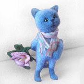 Куклы и игрушки ручной работы. Ярмарка Мастеров - ручная работа Кот-романтик с розой. Интерьерная игрушка из шерсти. Handmade.