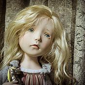 Куклы и игрушки ручной работы. Ярмарка Мастеров - ручная работа Девочка с игрушкой. Handmade.