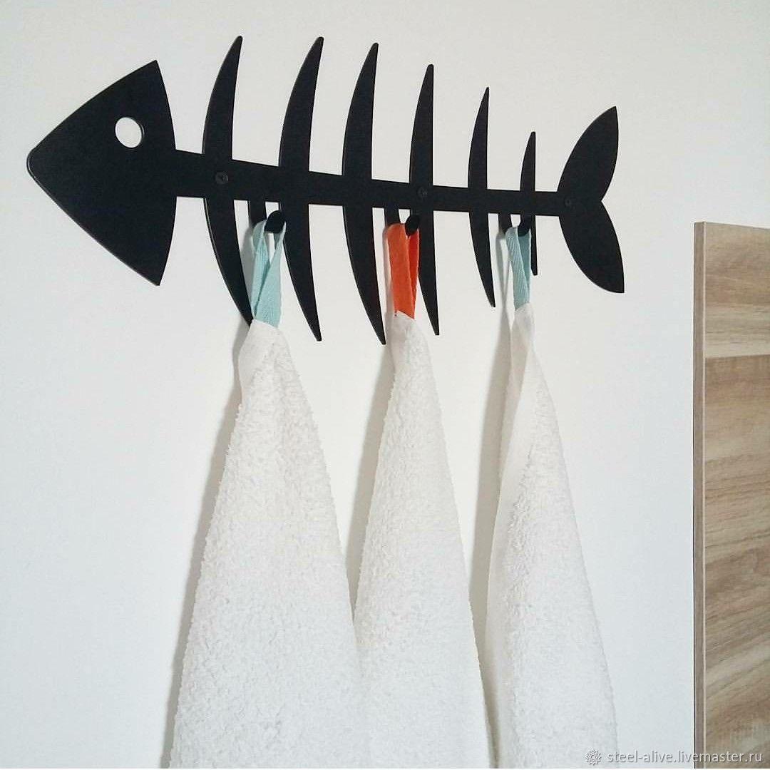 Стильная графичная вешалка для мелочей `Рыбная косточка`. Оригинальный аналог стандартным деталям морского стиля - якорям и корабликам.