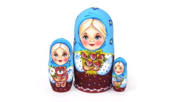 Матрёшка Мила с букетом земляники (голубая, бордовая), Матрешки, Шатура,  Фото №1