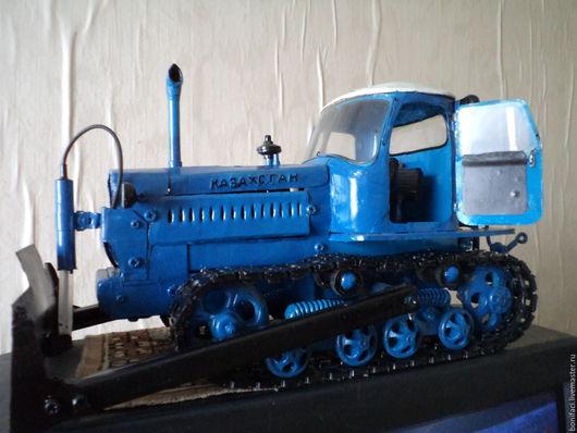 Техника ручной работы. Ярмарка Мастеров - ручная работа. Купить Игрушка-модель советского трактора ДТ-75М Казахстан. Handmade.