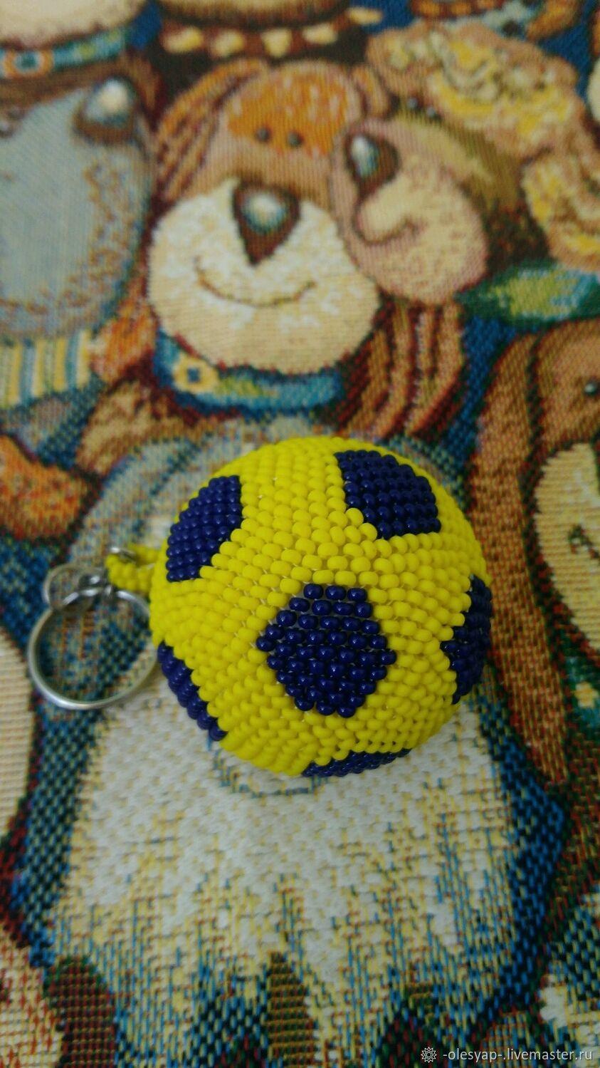 Брелок из бисера. Футбольный мячик