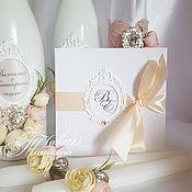 Свадебный салон ручной работы. Ярмарка Мастеров - ручная работа Приглашения свадебные с персиковой лентой  рамкой с иницалами. Handmade.
