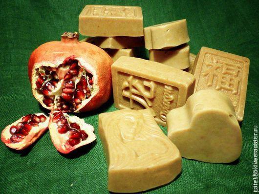 """Мыло ручной работы. Ярмарка Мастеров - ручная работа. Купить Натуральное мыло """"Гранатовое"""" с нуля. Handmade. Бежевый, мыло"""