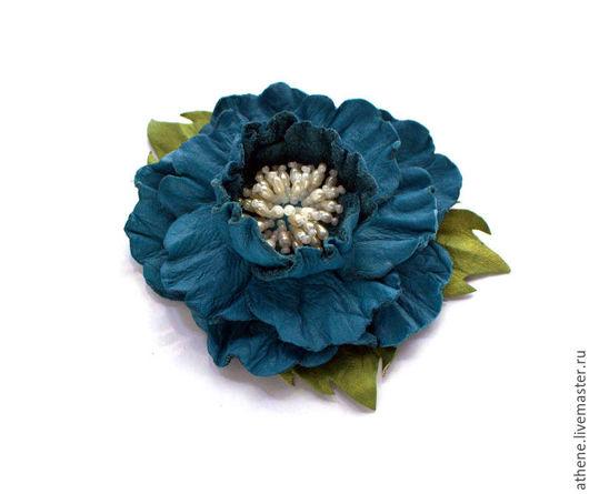 """Броши ручной работы. Ярмарка Мастеров - ручная работа. Купить Брошь-цветок из кожи """"Глория"""". Handmade. Синий, жемчуг речной"""