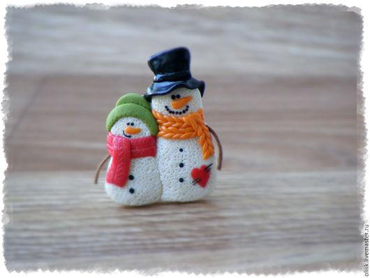 """Броши ручной работы. Ярмарка Мастеров - ручная работа. Купить Брошь """"Снеговички"""". Handmade. Брошь снеговик, снеговички, снеговик из пластики"""