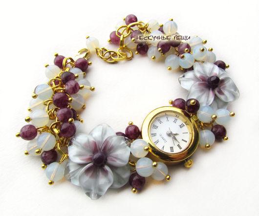 """Часы ручной работы. Ярмарка Мастеров - ручная работа. Купить """"Лунный камень"""" наручные часы с бусинами лэмпворк. Handmade. Фиолетовый"""