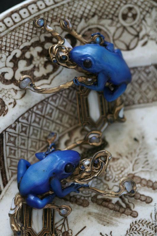 Броши ручной работы. Ярмарка Мастеров - ручная работа. Купить Чанъэ/ Chang'e. Handmade. Тёмно-синий, art nouveau, сапфиры