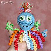 Куклы и игрушки ручной работы. Ярмарка Мастеров - ручная работа Радужный осьминог Олежка (развивающая игрушка, погремушка). Handmade.
