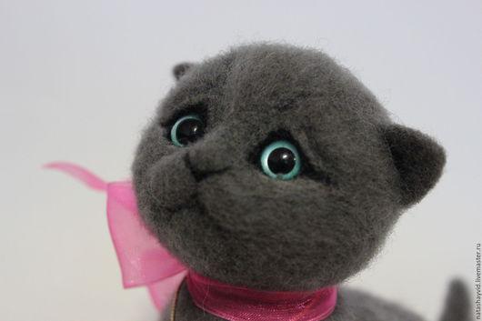 Игрушки животные, ручной работы. Ярмарка Мастеров - ручная работа. Купить Британский котёнок. Handmade. Серый, кот в подарок, ленты