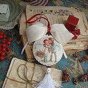 """Подарки к праздникам ручной работы. Ярмарка Мастеров - ручная работа Медальон """"Поцелуйчик"""". Handmade."""